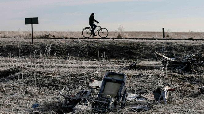 Thấy mảnh vỡ nghi của tên lửa Nga tại hiện trường MH17
